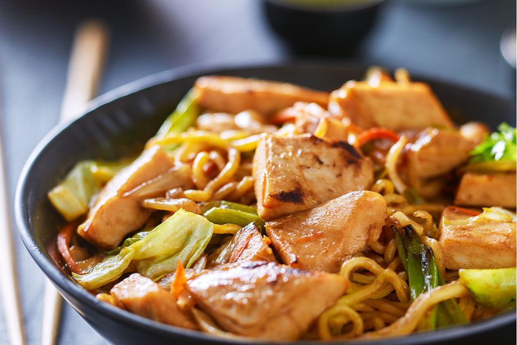 recetas japonesas fáciles, yakisoba de pollo