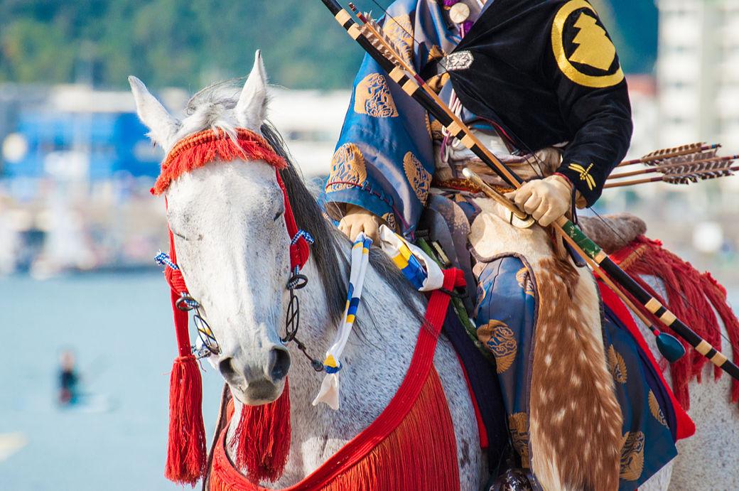 Qué visitar en Kamakura, templo Hachimangu, festival yabusame, jinete con caballlo