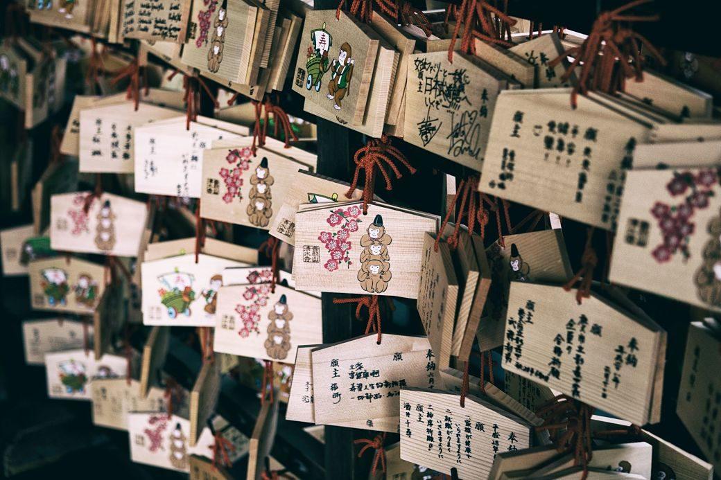 Ema en los templos en Japón
