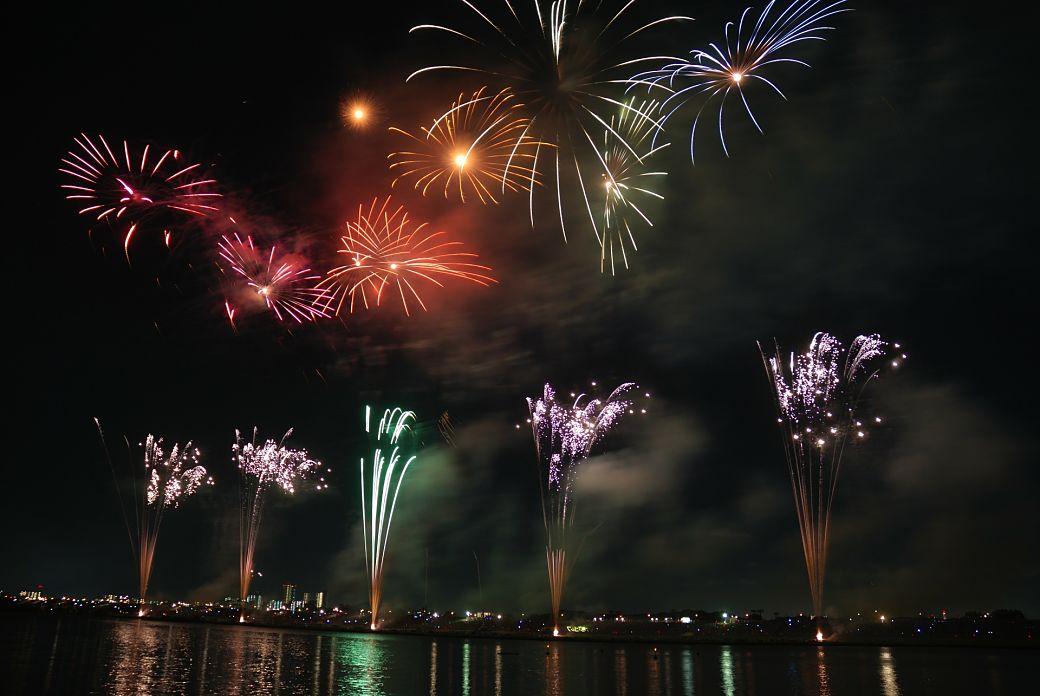 Fuegos artificiales durante festividades japonesas