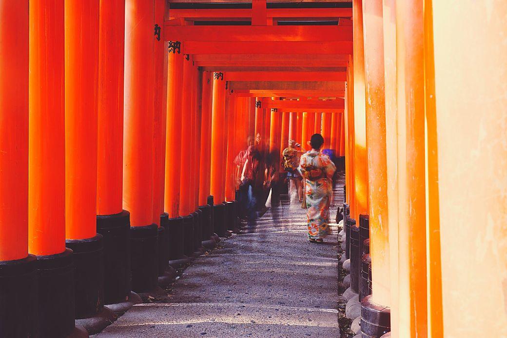 Visitantes santuario Fushimi Inari, Japón
