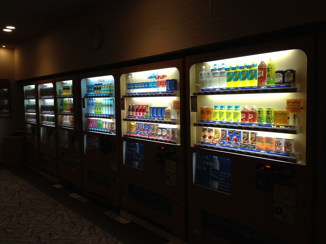 Muchas máquinas expendedoras en Japón