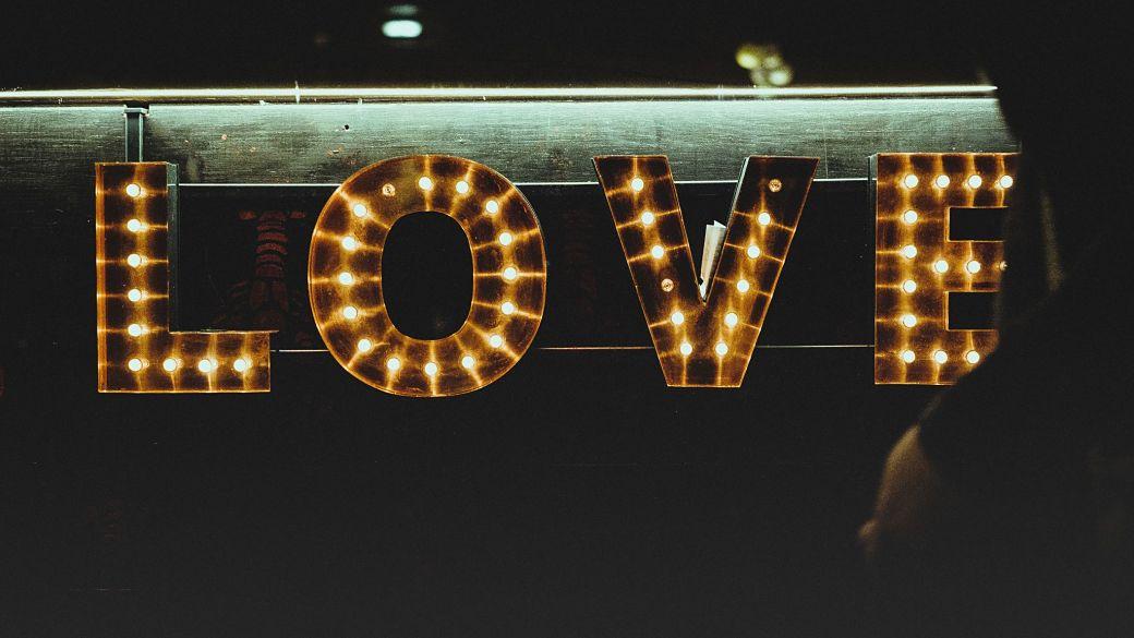 Neon palabra love