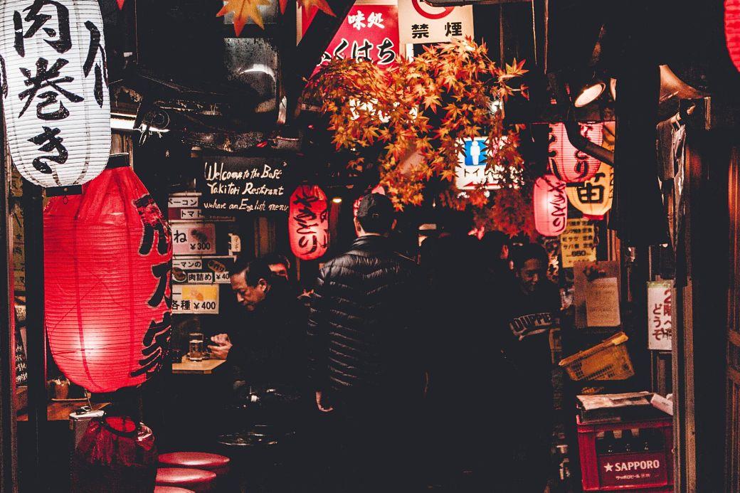 Salaryman de noche en Japón