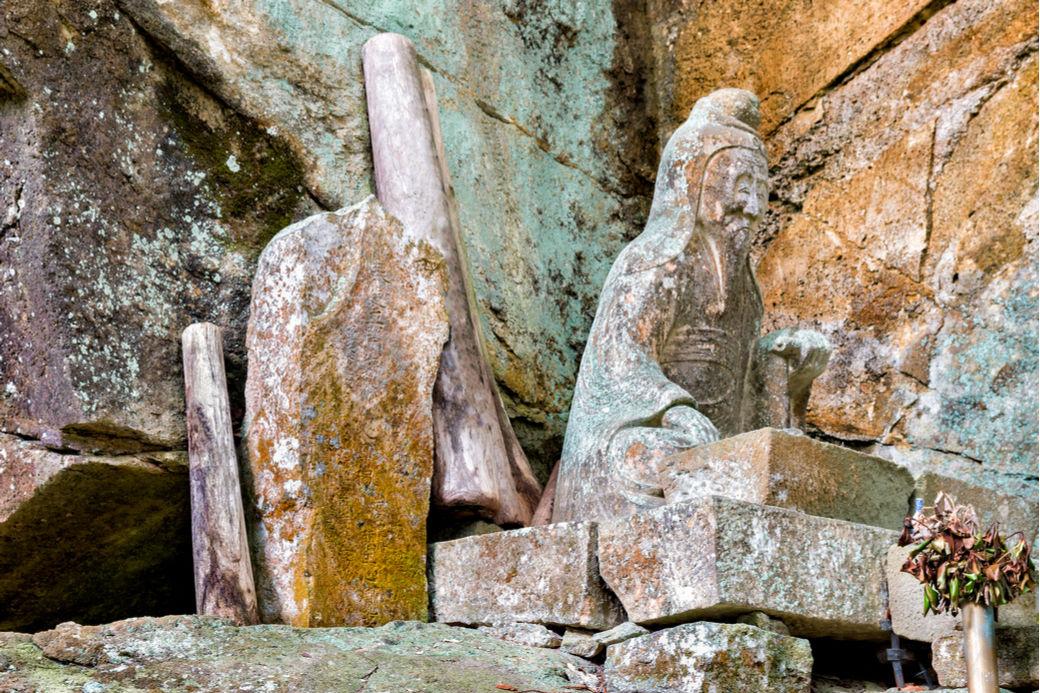 Ermitaños japoneses, estatua de Rishu en el monte Horaiji