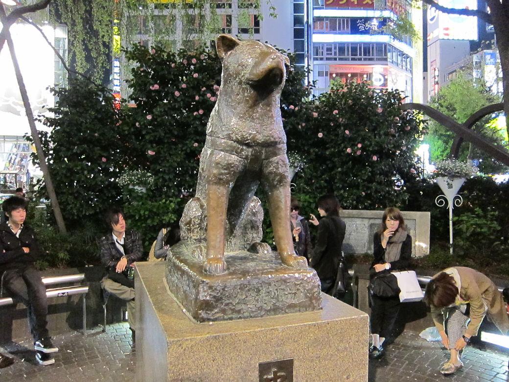 Estatua de Hachiko a la salida de la estación de Shibuya
