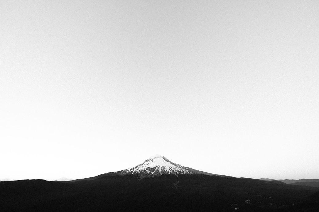 Foto en blanco y negro del Monte Fuji
