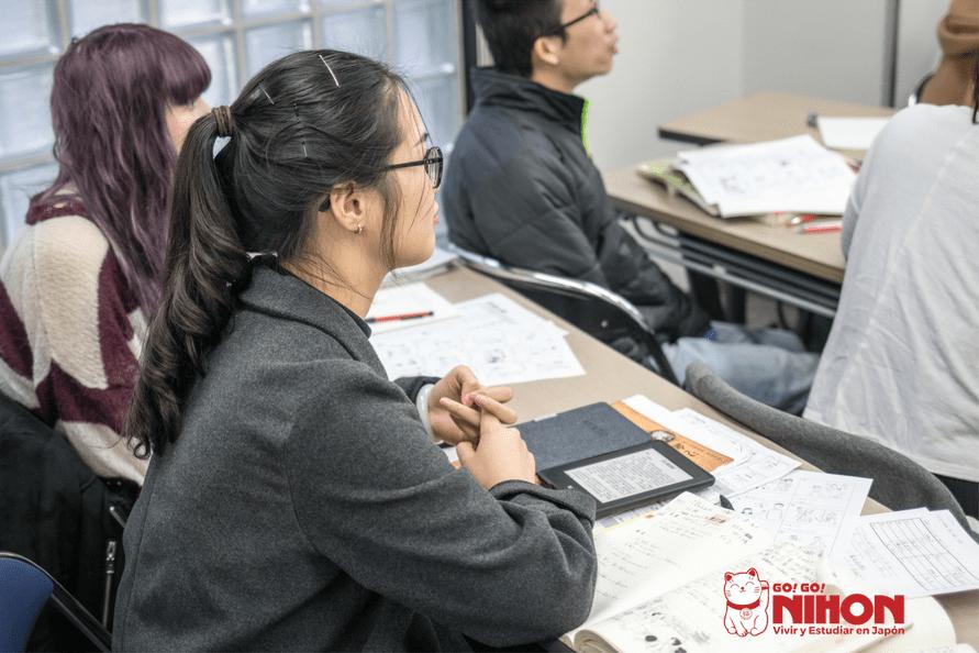 Estudiante en Japón en clase