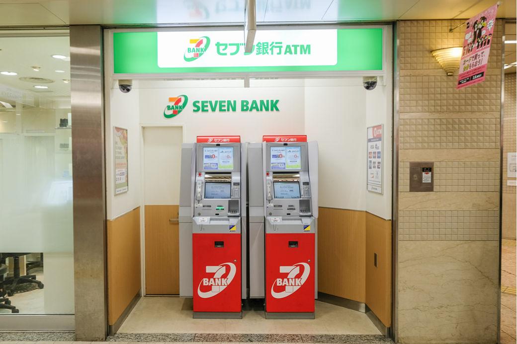 Cajero automático en un convenience store 7 Eleven