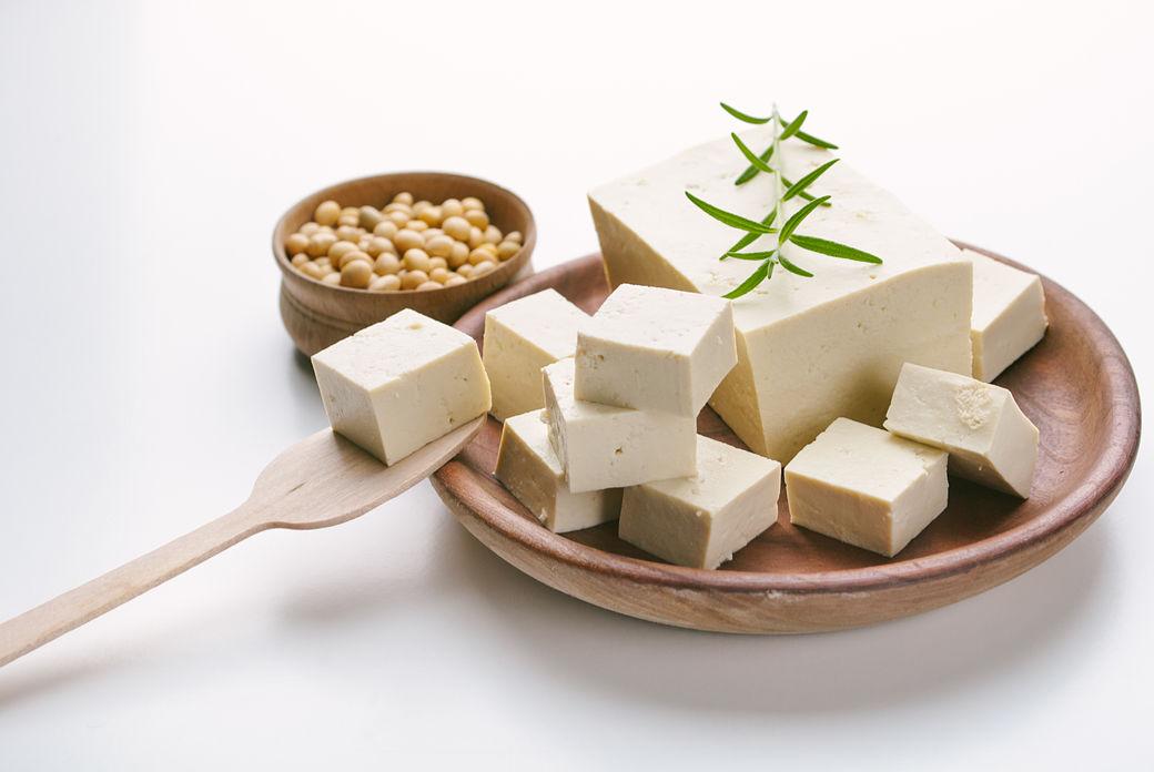 Plato repleto de tofu