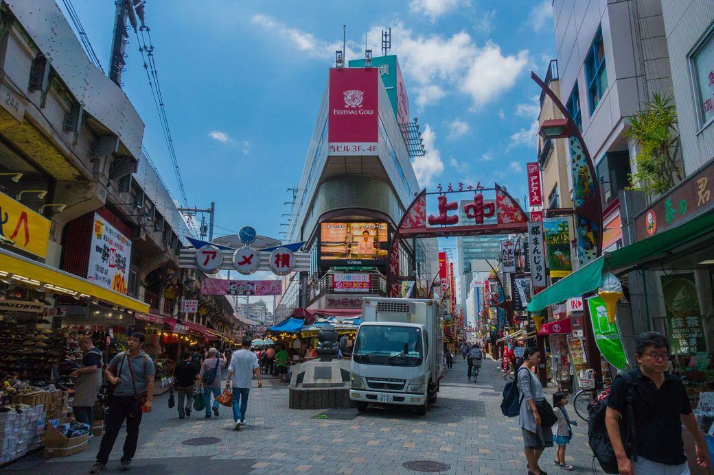Mercado de Ameyoko en el barrio de Ueno, Tokio
