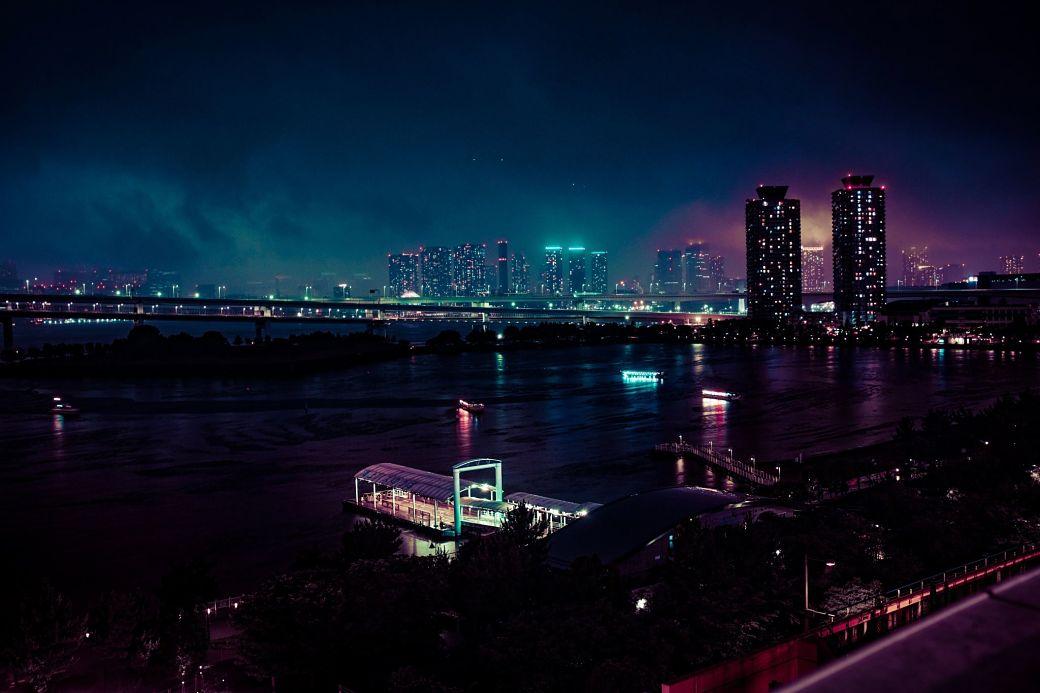 Paisaje nocturno de la isla artificial de Odaiba en Tokio