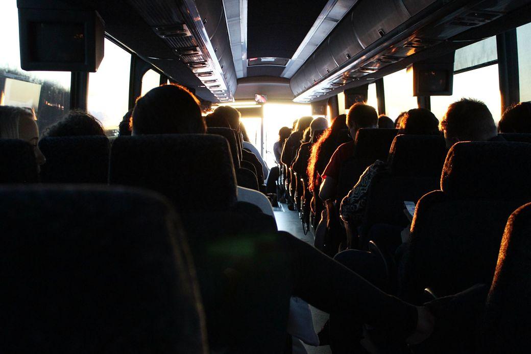 Interior autobús nocturno