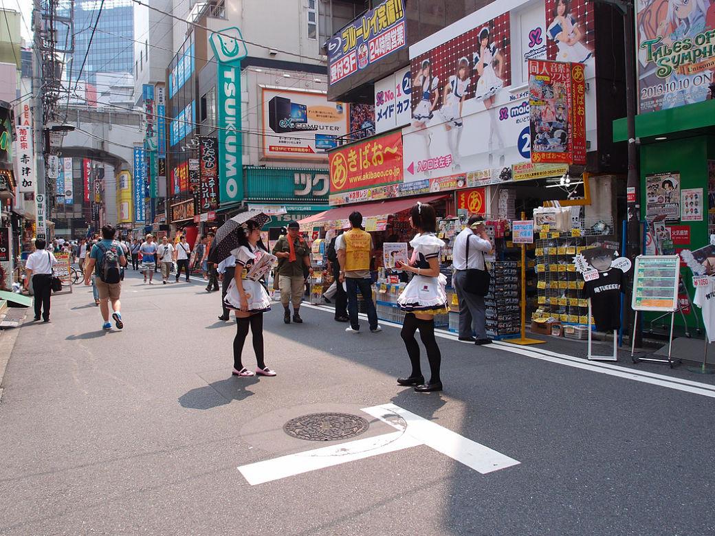 Maid Cafe en Akihabara, barrio de Tokio