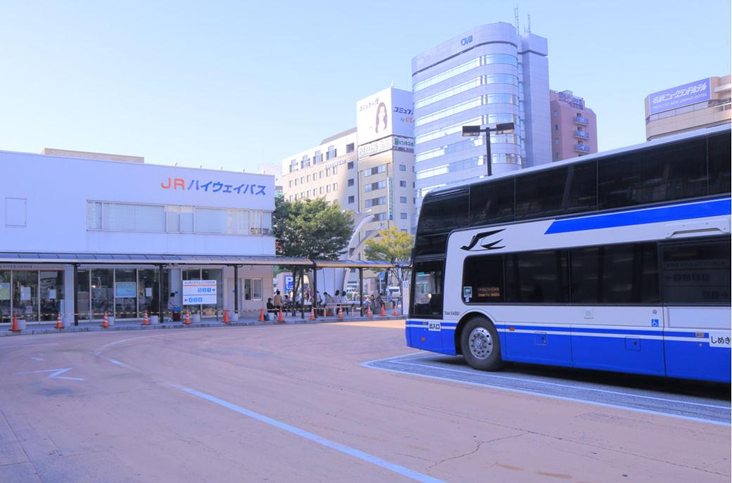 Para autobús nocturno en Japón
