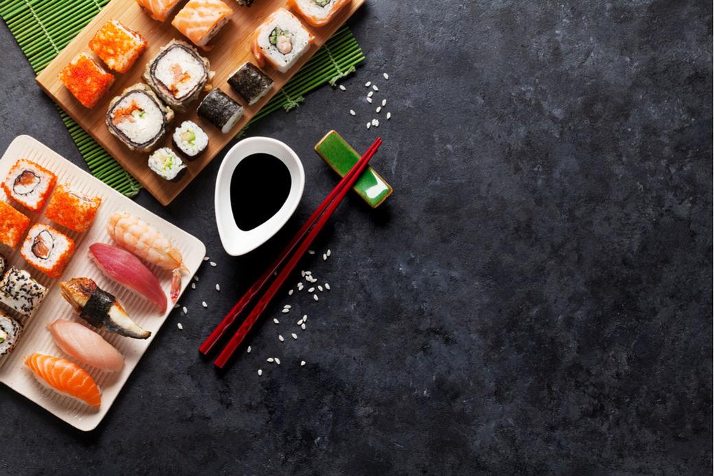 Tabla con distintos tipos de sushi