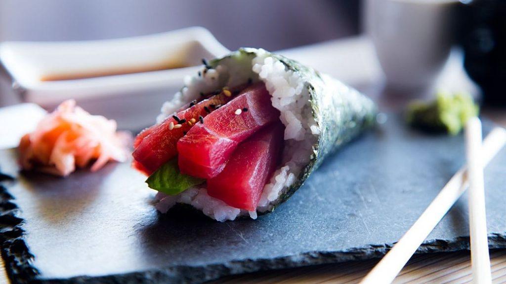 Rollito temaki de atún del restaurante japonés Watatsumi en Barcelona