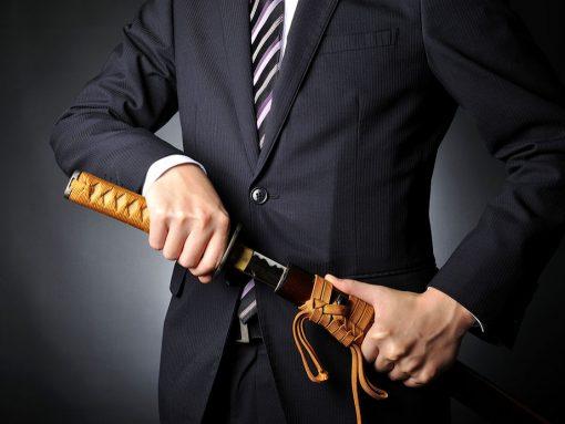 Hombre de negocios con katana