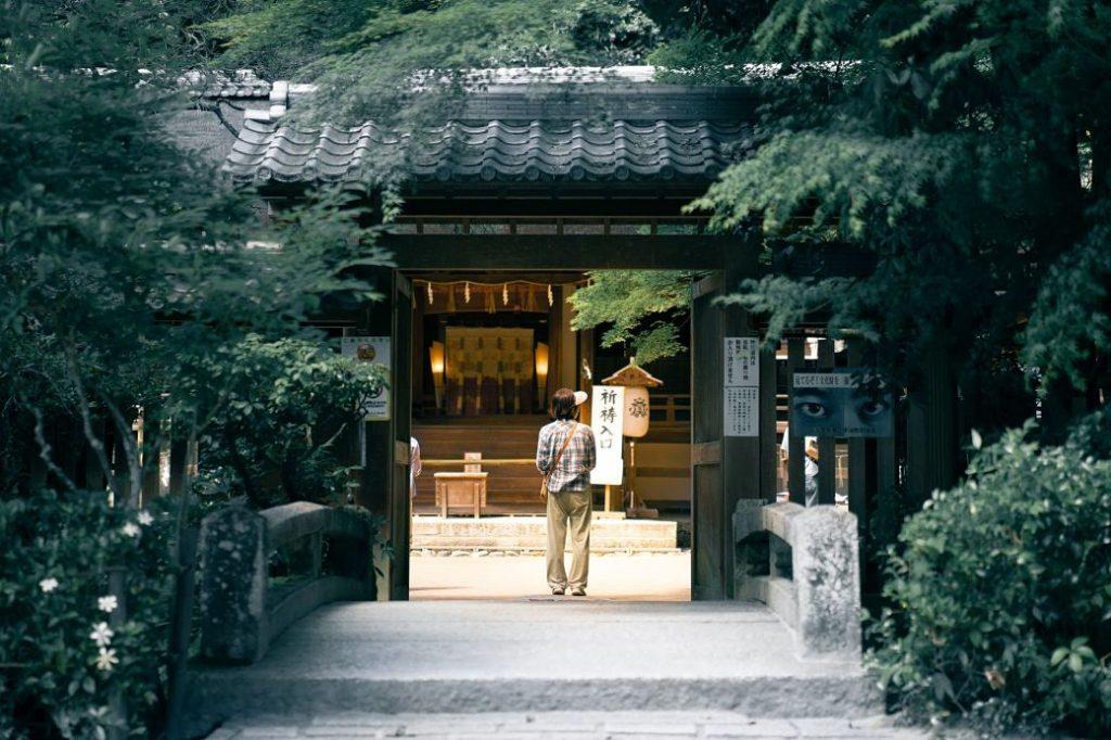 Vista a un templo en Japón durante la Golden Week