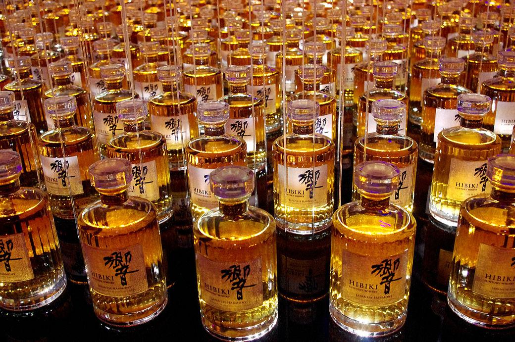 Botellas de whisky japonés Suntory