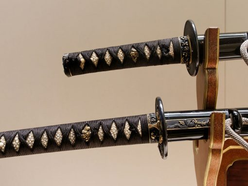 Imagen de dos réplicas de katana samurái