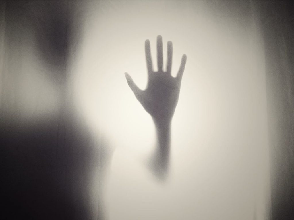 mano fantasmal