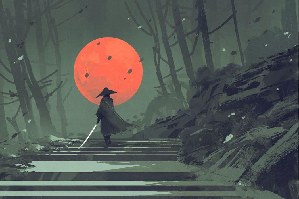 Samurái japonés andando por un camino bajo la luna roja