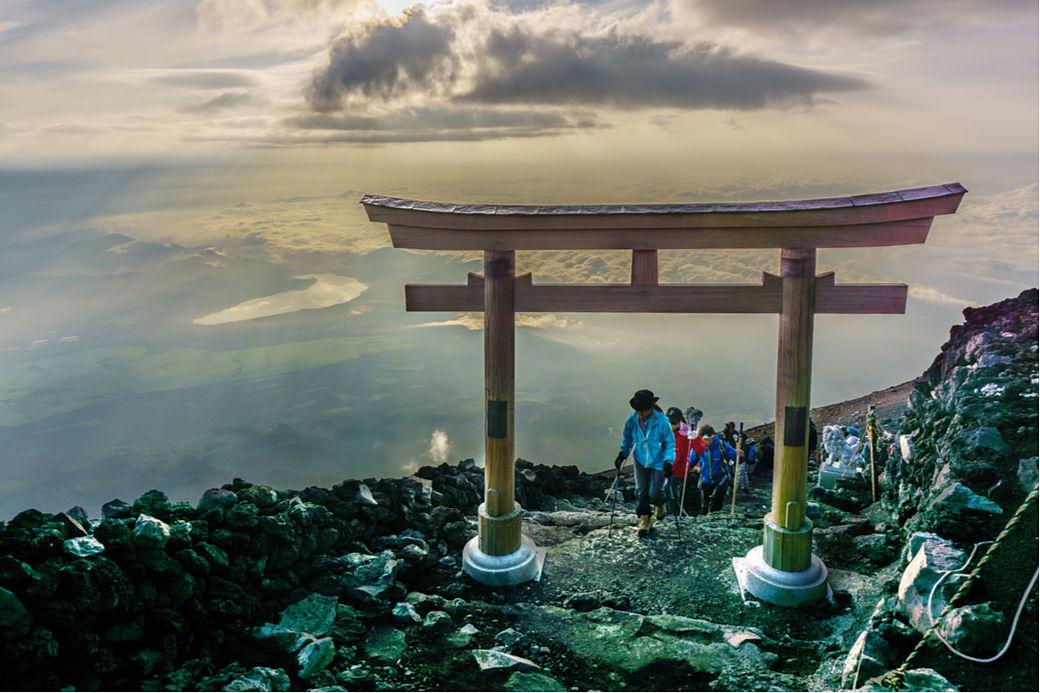 Sendero a la cima del Monte Fuj en Japón