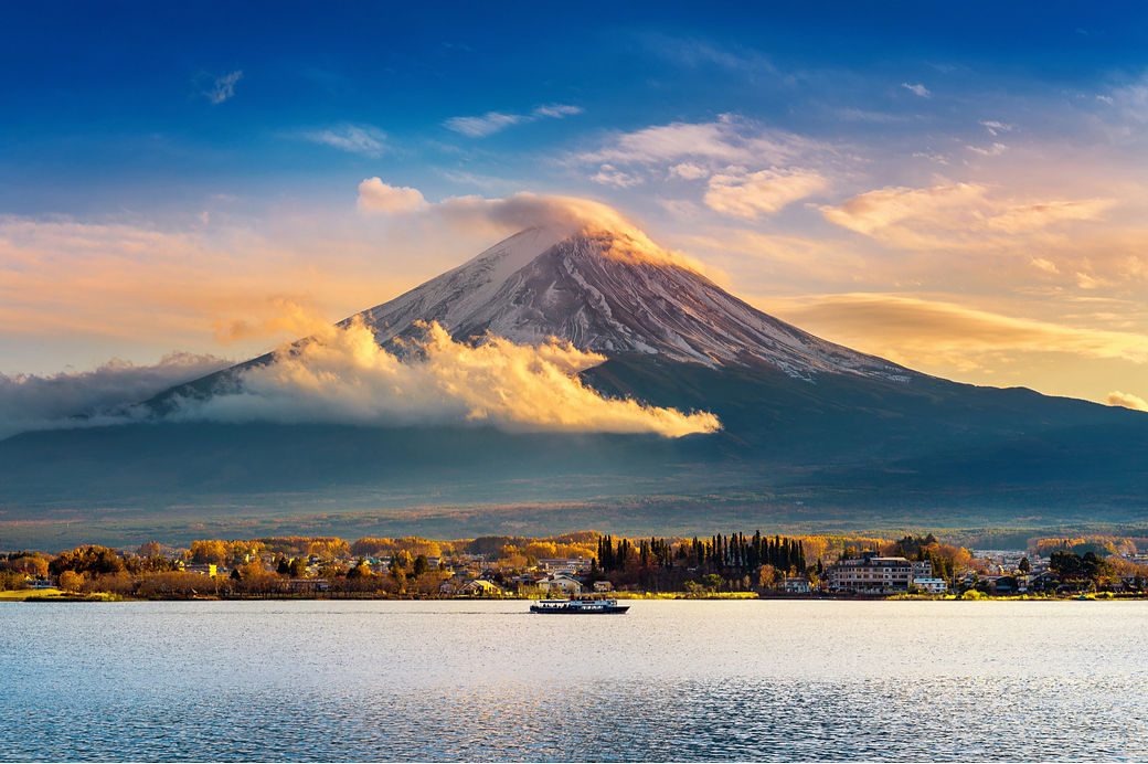 Paisaje Monte Fuji con nubes