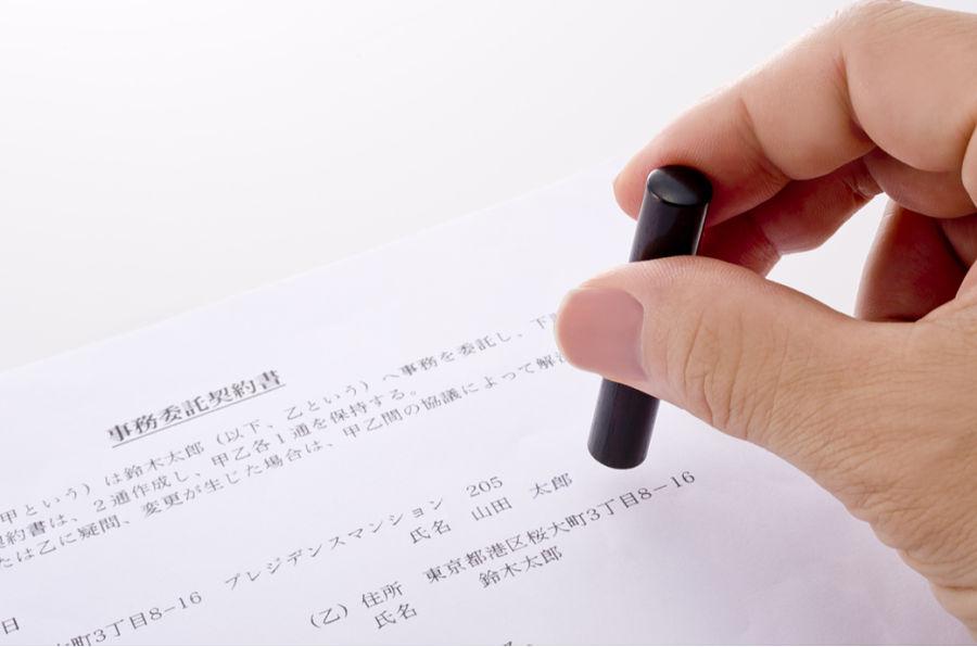 firma contrato en Japón