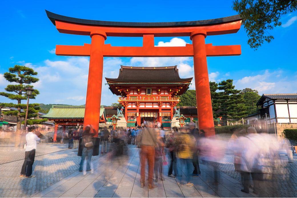 Entrada al santuario Fushimi-Inari taisha cerca de Kioto