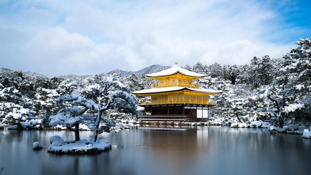 Templo Kinkakuji de Kioto nevado